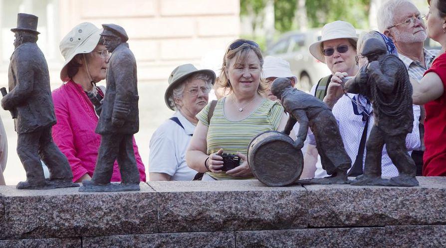 Touko-lokakuussa Suomessa vieraili lähes viidennes enemmän turisteja edelliseen kesäkauteen verrattuna. Spirit of Adventure -risteilijä toi Ouluun 350 turistia pikavisiitille viime kesänä.