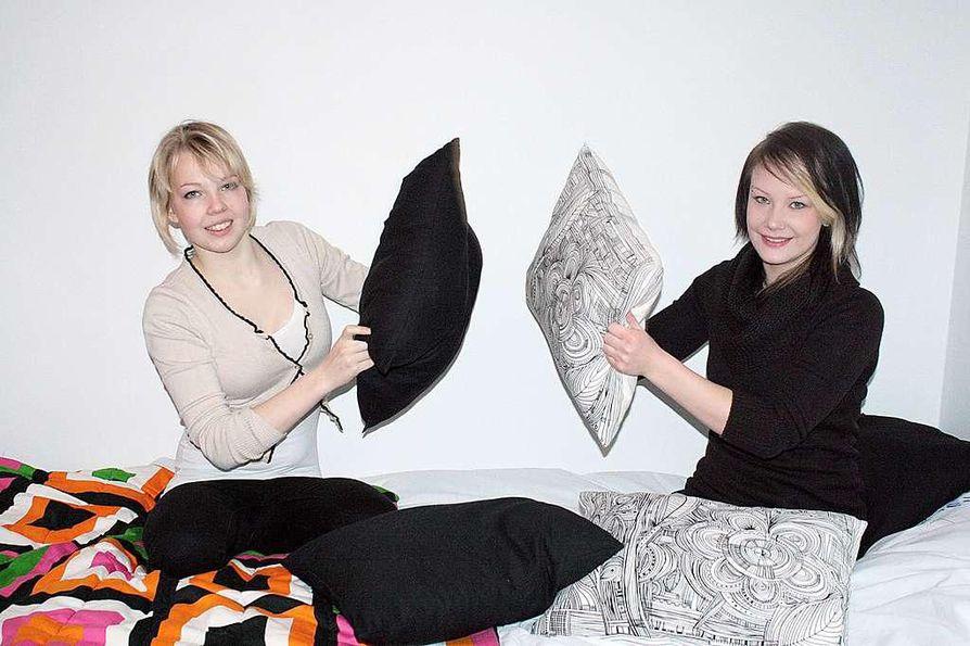 Katariina Niemelä (vas.) ja Saara Holtinkoski tulevat loistavasti toimeen keskenään, sillä he ovat liikkuneet ja tunteneet toisensa lapsesta saakka.