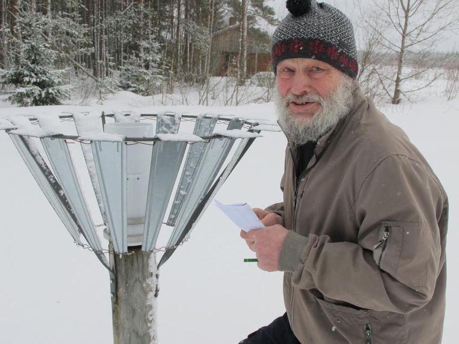 Oulaistelainen Aarne Juhonsalo perustaa ennustuksensa menneen talven suursäätilaan eli säätapahtumiin Suomessa ja Euroopassa. Hän on seurannut niitä päivittäin kymmenien vuosien ajan.