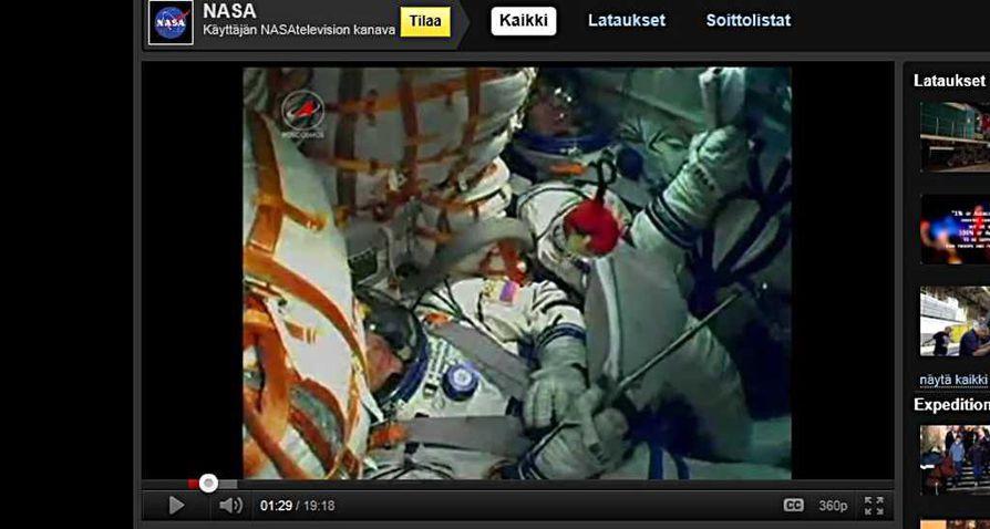 Nasan videolla näkyy, kuinka punainen Angry Birds -maskotti keikkuu lentäjien edessä Sojuz-raketin noustessa avaruuteen.