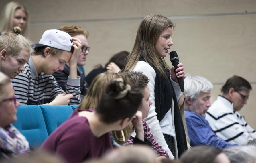 Haukiputaan lukiota käyvä Ulrika Mehtälä sanoi Haukiputaan lukiolla Oulun raati –tilaisuudessa, että nuorten opiskelut ja valmistuminen ammattiin viivästyvät, jos Haukiputaan lukio liitetään Ouluun Raksilan kampuslukioon.