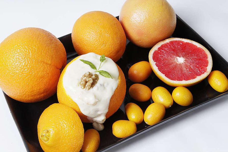 Paratiisin appelsiini täytetään makealla ranskankermatäytteellä, verigreipin voi maustaa vaahterasiirapilla ja kumkvatin syödä kuorineen.