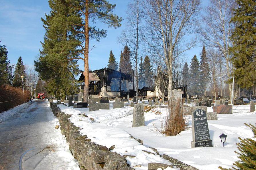 Ylivieskan vanhasta puukirkosta jäi jäljelle vain rauniot.