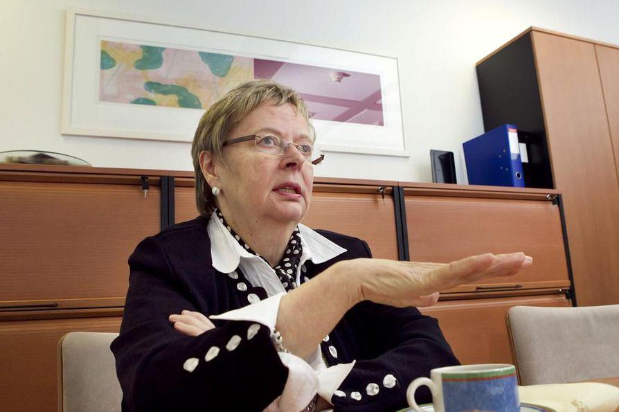 Liisa Jaakonsaari (sd.) haluaa, että puolue pääsisi pois nössön ja säilyttäjän maineesta.