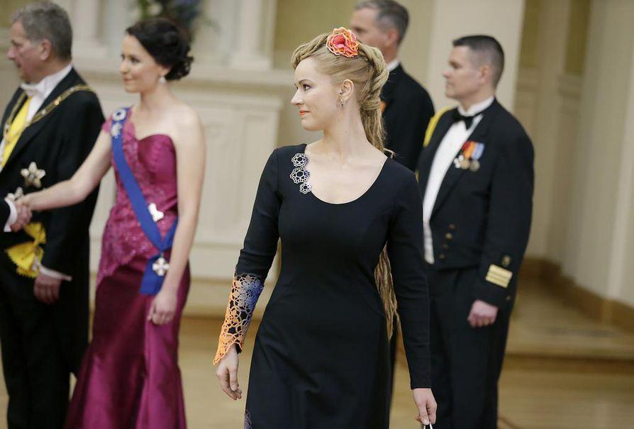 Hanna Sarkkisen puku on tehty ylijäämätrikoosta.