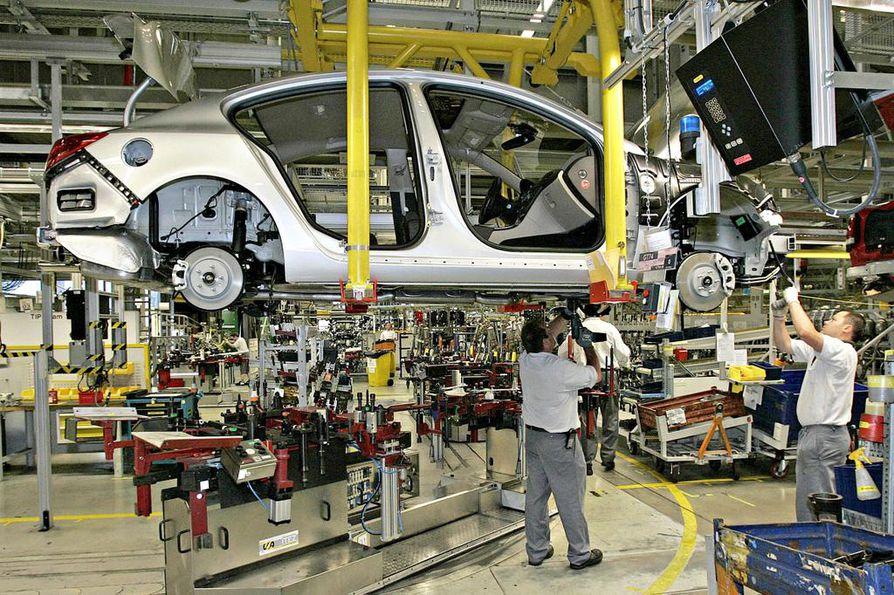Opelin Rüsselsheimin tehdas on yksi Saksan merkittävän autotuotannon keskuspaikoista. Yhä useampi auto Euroopassa valmistetaan kuitenkin uusissa EU-maissa eli entisessä Itä-Euroopassa.