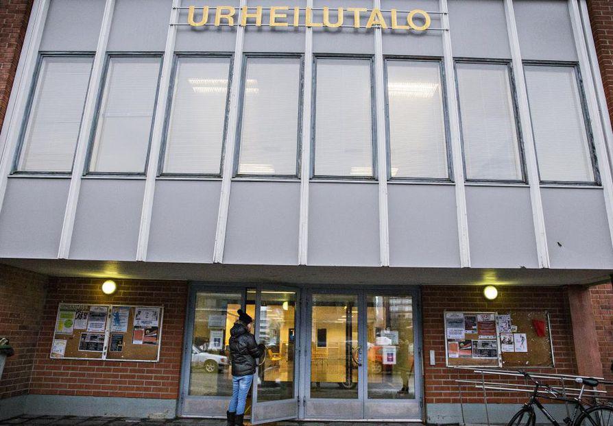 Vanhoista sisäliikuntapaikoista remontin tarpeessa on esimerkiksi vuonna 1962 rakennettu Oulun urheilutalo eli Pyrintö.