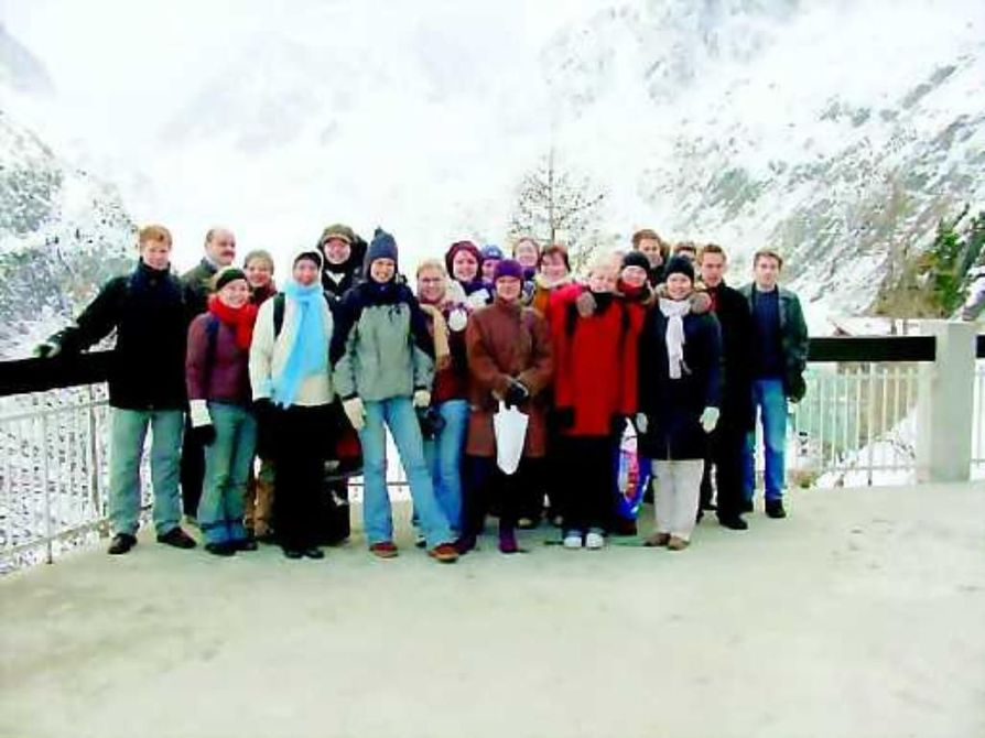 Palkintomatkalla alppimaisemissa . Madetojan musiikkilukion oppilaita palkintomatkalla Sveitsin Cernin alppimaisemissa.