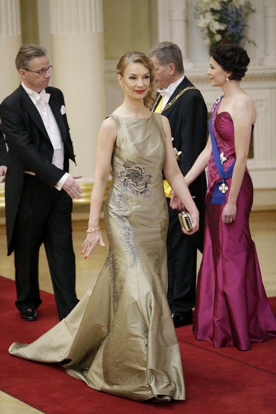 Tytti Tuppuraisen puku on silkkiä.