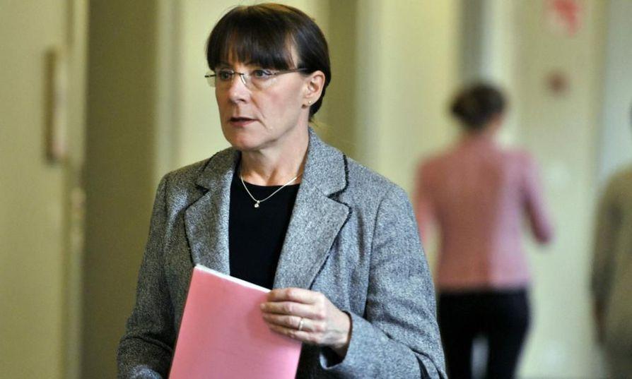 Perussuomalaisten eduskuntaryhmän puheenjohtaja Pirkko Ruohonen-Lernerin mukaan ruotsista luopumalla kielivalinnat monipuolistuisivat.