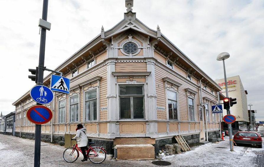 Riekin talon pitäisi valmistua käyttökuntoon joulukuussa. Kahvila-ravintola Roosterin sisäänkäynti tulee Saaristonkadun ja Torikadun kulmaukseen.