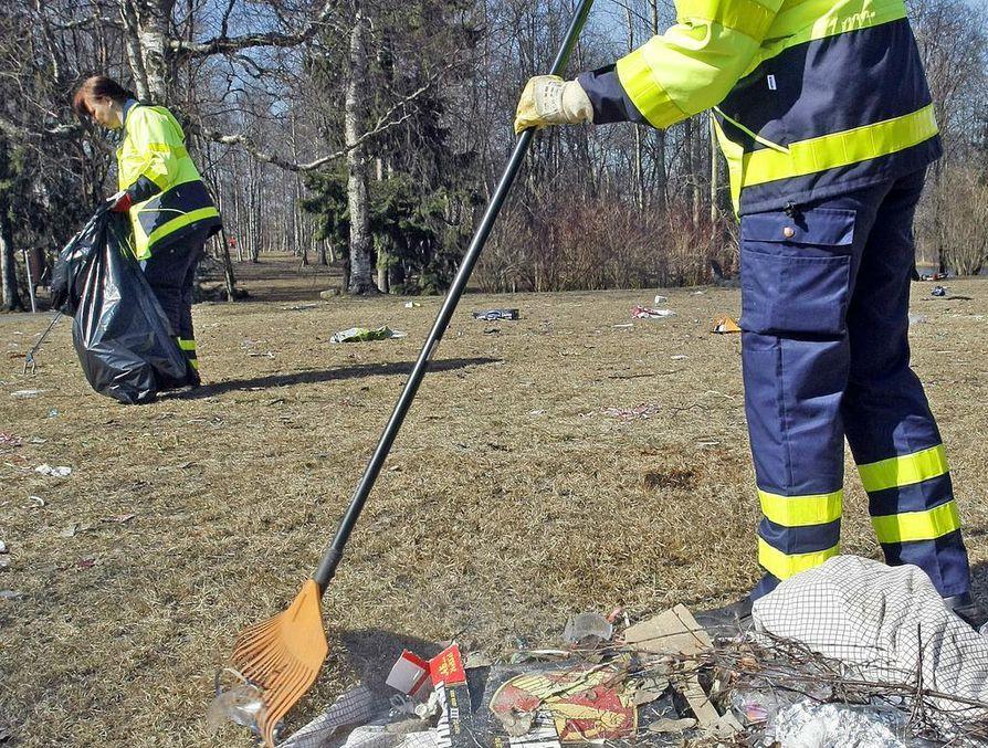 Kaupunki palkkaa kesätyöntekijöitä muun muassa puistojen ylläpitoon.