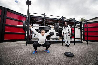 Punttisali renkailla – Kuntosaliyrittäjä Mika Hiltunen on ensimmäisenä Suomessa ottanut käyttöön siirrettävän treenikontin