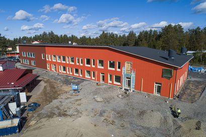 Uuden koulukeskuksen valmistuessa Raahen on lakkautettava Vihannista kolme koulua