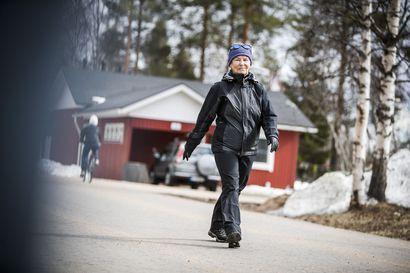"""Infektioylilääkäri Markku Broas vapauttaisi ikäihmiset karanteenista: """"Vierailut hoivakoteihin voitaisiin sallia, kunhan käytetään suojaimia"""""""