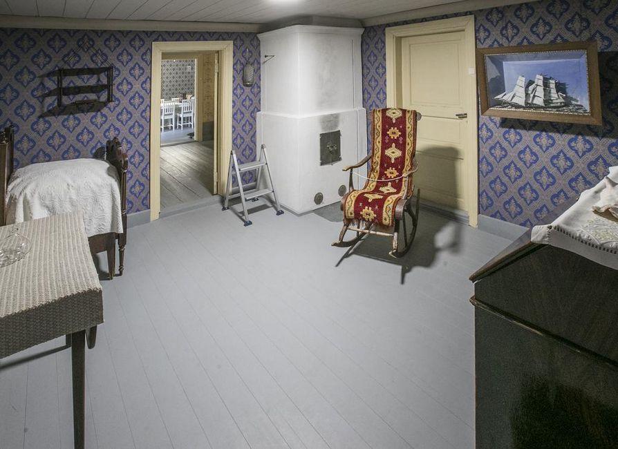 Merimiehenkotimuseon huoneiden sisustus tai esineistö ei ole juuri muuttunut aikaisemmasta, mutta kuoseja on uusittu.