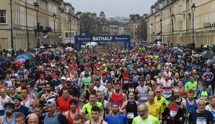 Kun Britanniassa jalkapalloliigat peruivat ottelunsa, Bathissa juostiin vielä puolimaratonia maaliskuun puolivälissä. Lähtörynnäkössä turvaväleistä ei ollut tietoakaan.