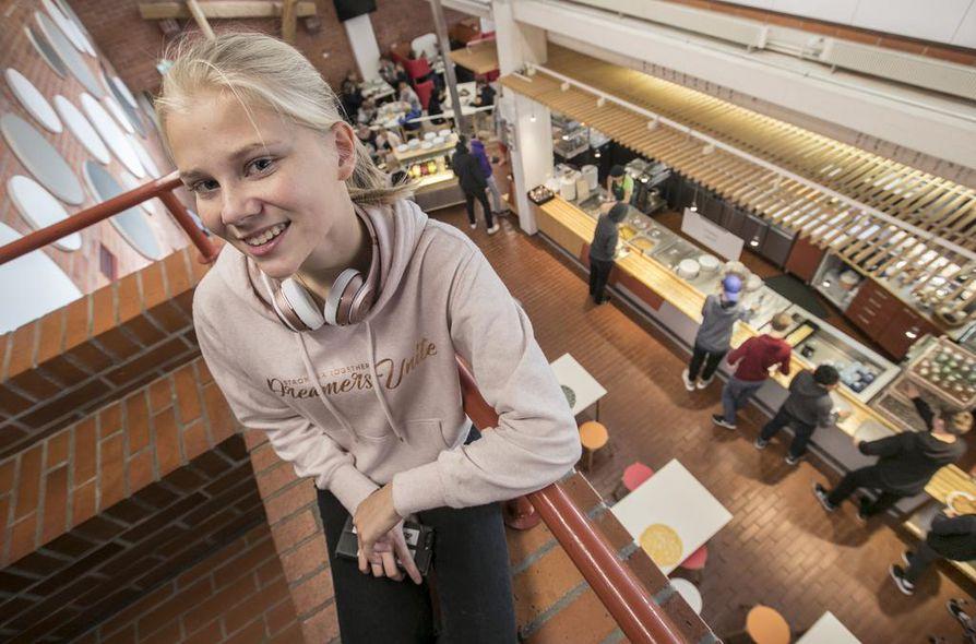Emilia Orava toimi Oulun normaalikoulun yläasteen oppilaskunnan puheenjohtajana viime vuonna, kun koululla päätettiin ottaa ruokahävikin vähentäminen jokapäiväiseksi asiaksi.