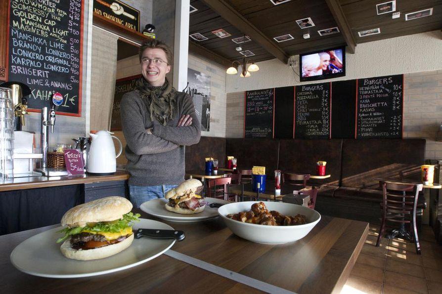 Kauppuri 5:n baarinpitäjä Aki Mursu lupaa, että Teurastajia saa jatkossakin burgeripaikasta.