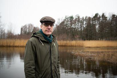 Varman toimitusjohtaja Risto Murron mielestä talouskeskustelu junnaa liikaa työmarkkinoissa – korona-arkeaan Murto tasapainottaa melomalla merellä