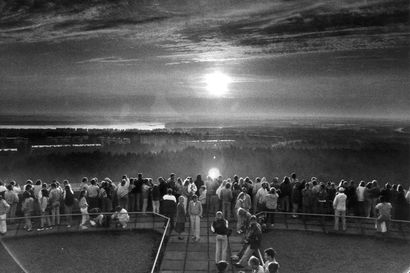 Osittainen auringonpimennys näkyy torstaina iltapäivällä parhaiten pohjoisessa – katso ohjeet, miten ilmiötä voi seurata Oulun korkeudella
