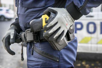 """Poliisi aikoo hankkia lisää etälamauttimia – """"Etälamautinta on käytetty väärin, jos se aiheuttaa kuoleman"""""""