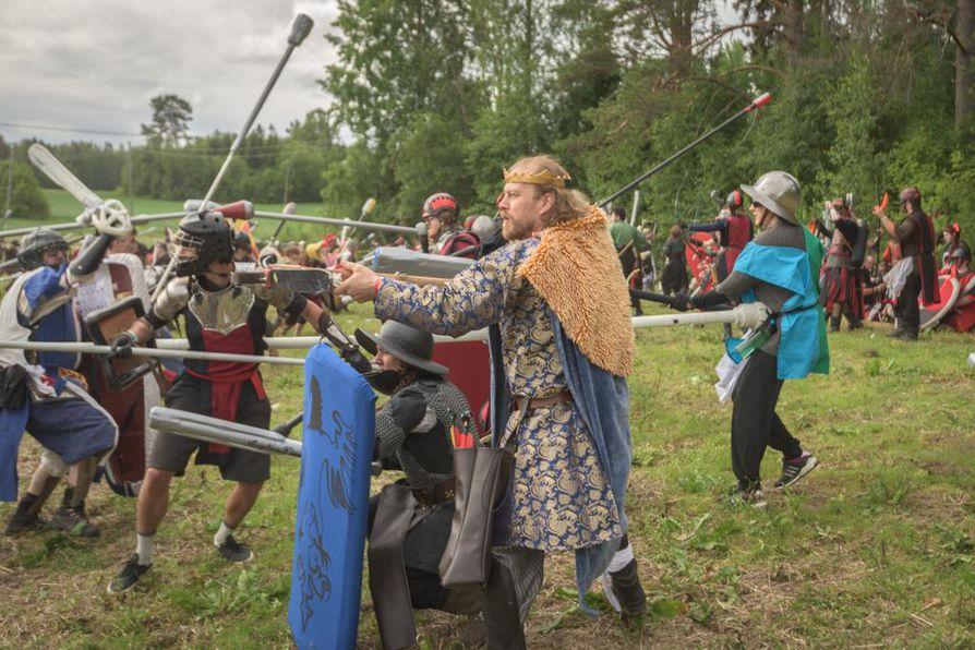 Jouni Wargh Unkarin kuninkaana tämän kesän Sotahuuto-tapahtumassa. Viikonlopun viitekehyksenä olivat nykyisen Romanian alueella 1400-luvulla käydyt taistelut.