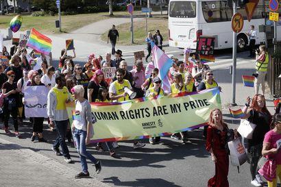 Pride-lippu vietiin nyt myös Oulun taidemuseolta – Pride-väki pitää lippujen anastamisia viharikoksina