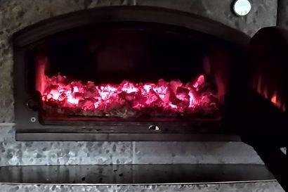 Vahti on oltava paikalla kun tulisijaa lämmitetään