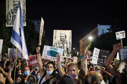 Korona romutti Netanjahun suosion – mielenosoittajat vaativat Israelin pääministerin eroa ja hallitukselta nopeampia taloustoimia