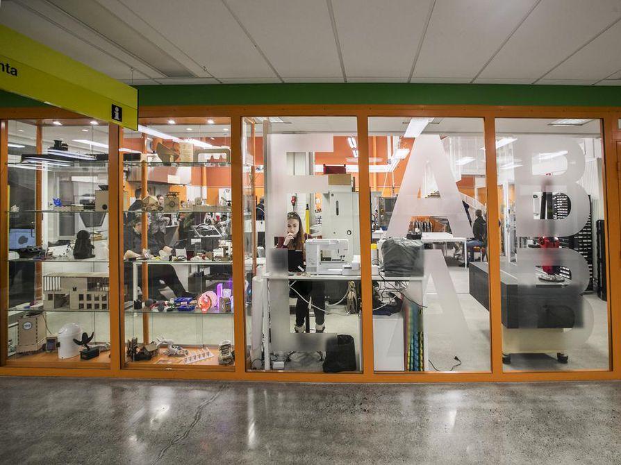 Fab Labissa on maanantaisin avoimet ovet. –¿Saamme ihmisiltä erittäin kiinnostavia ajatuksia, joita ei alaan vihkyitynyt tutkija ole saattanut lainkaan ajatella, Jani Ylioja sanoo.