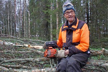 Nykyään tankillinen riittää päiväurakaksi – Pekka on tehnyt metsätöitä jo yhdeksällä eri vuosikymmenellä