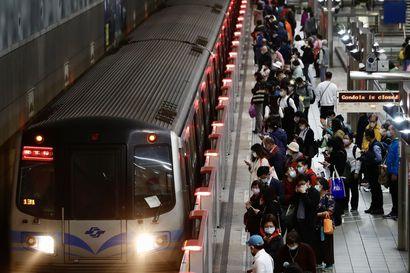 Ainakin 36 ihmisen kerrotaan kuolleen junaturmassa Taiwanissa – osa vaunuista on jumissa tunnelissa