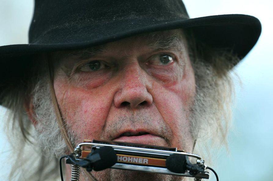 Neil Young menetti kotinsa ja suutahti presidentti Donald Trumpin reaktioon Kalifornian maastopaloihin.
