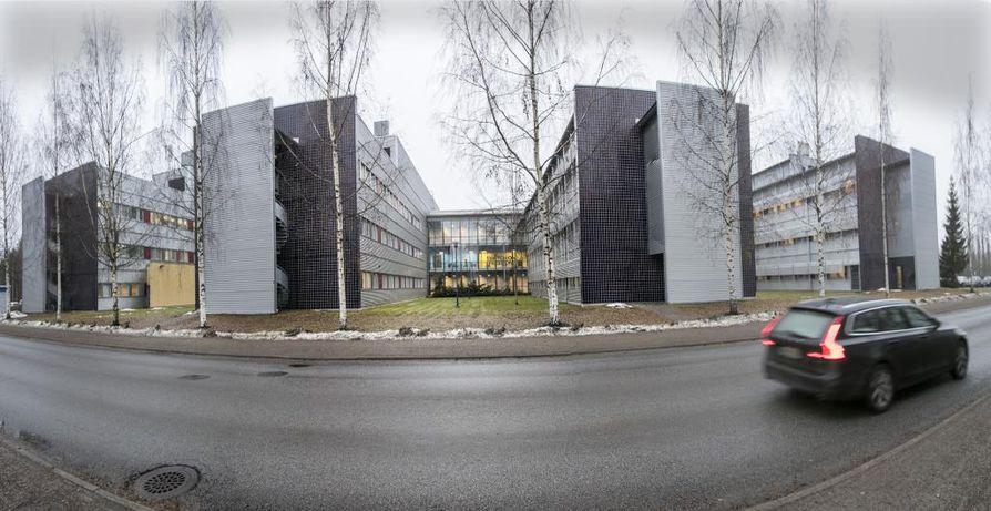 Pääosa poliisin toiminnoista siirretään uuden poliisitalon valmistumiseen saakka Linnanmaalle Elektroniikkatie 3–5:een.