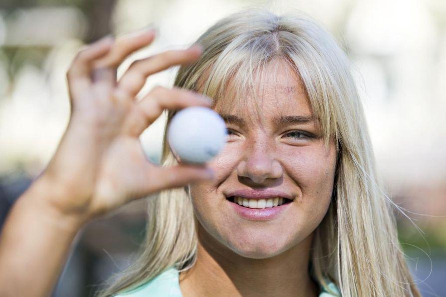 Oulun Golfkerhon Karina Kukkonen ei päässyt jatkokierroksilla Australiassa LET:n toisena päivänä. Arkistokuva.