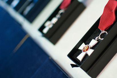Lakeudelle liuta itsenäisyyspäivänä annettavia kunniamerkkejä: Suomen Valkoisen Ruusun ritarimerkki Kempeleeseen, ritarikuntien ansioristejä alueelle useita