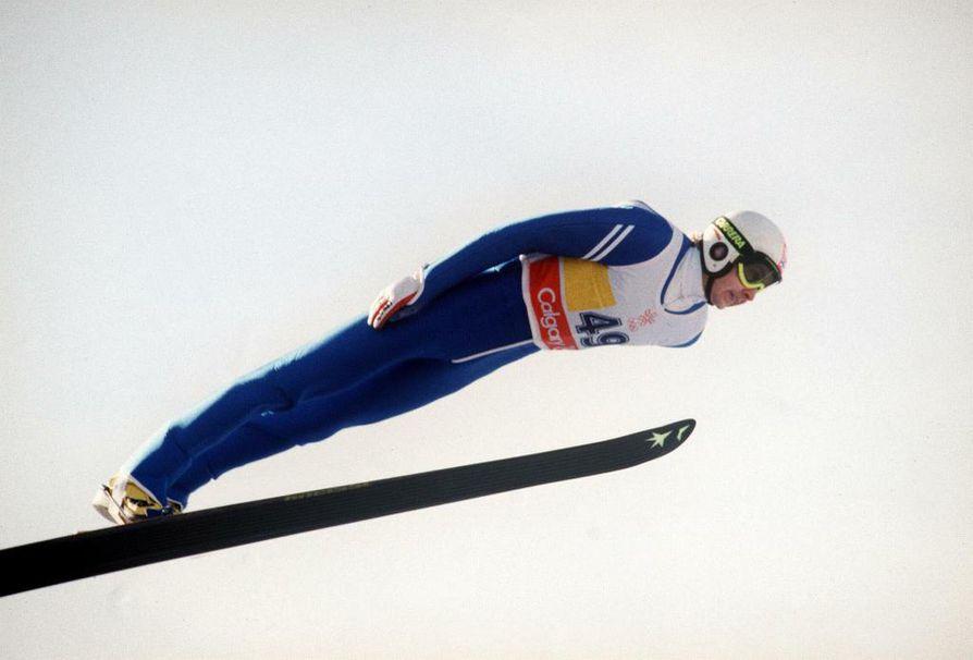 Matti Nykänen voitti kaikkiaan kolme kultamitalia Calgaryn talviolympialaisissa vuonna 1988.