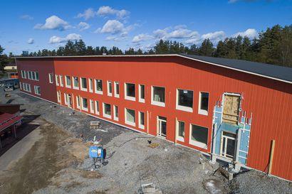 Raahe joutuu ottamaan lisää lainaa Vihannin koulukeskuksen rakentamiseen - Kaupunginhallitus vaatii kirjallista selvitystä kuluista