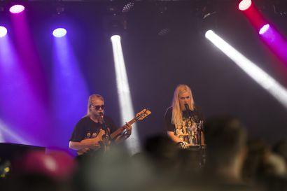 """Maustetyttöjen Kaisa Karjalainen: """"En ole enää niin lukossa kuin alkuaikoina"""" – Vaalalaissiskosten musiikkiduo sai Kulttuurirahaston kärkihankeapurahan uutta levyä varten"""