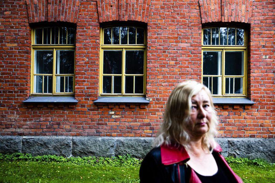 Tällä paikalla oletettavasti Hennalan leirin vartiosotilaiden johtaja, majuri Hans Kalm ampui Suomen punakaartin ylipäällikön Ali Aaltosen, kertoo tutkija Marjo Liukkonen.