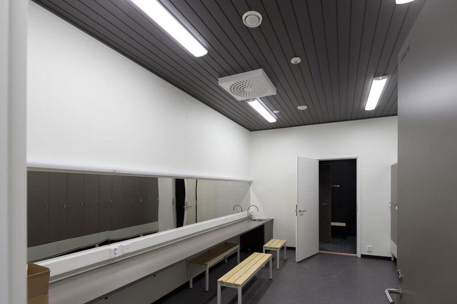 Kesäteatteriin tulee kaksi pukuhuonetta esiintyjille. Lisäksi yleisö saa käyttöönsä sisä-wc:n.
