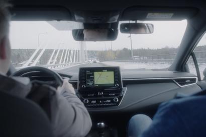 """Liikenneopettaja kohtaa työssään usein nuoria, joilla on haasteita näkönsä kanssa - """"Heikentynyt näkö voi olla turvallisuusriski liikenteessä"""""""