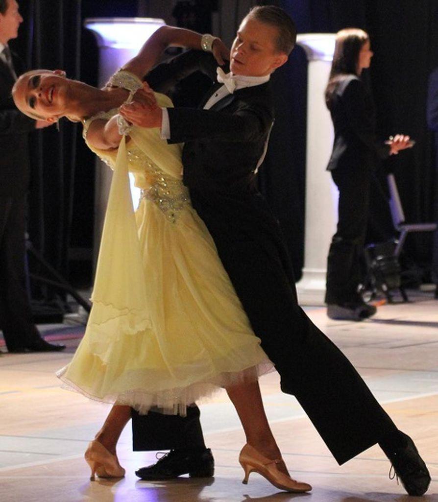 Tanssiurheiluseura DSC Oulun Eetu Lämsä ja Emilia Prykäri olivat GP-kisan tuplavoittajia.