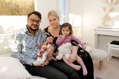 Lapsi rauhoittaa elämään hetkessä – Ylinärän perheen suloinen Hilde-vauva syntyi vuodenvaihteessa