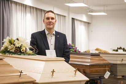 """Oululaisen Hautaustoimisto Ikäheimon historia ulottuu vuosisadan alkuun – """"Hautauskulttuuri muuttuu, joten myös hautaustoimisto voi uudistua ja muuttua"""""""