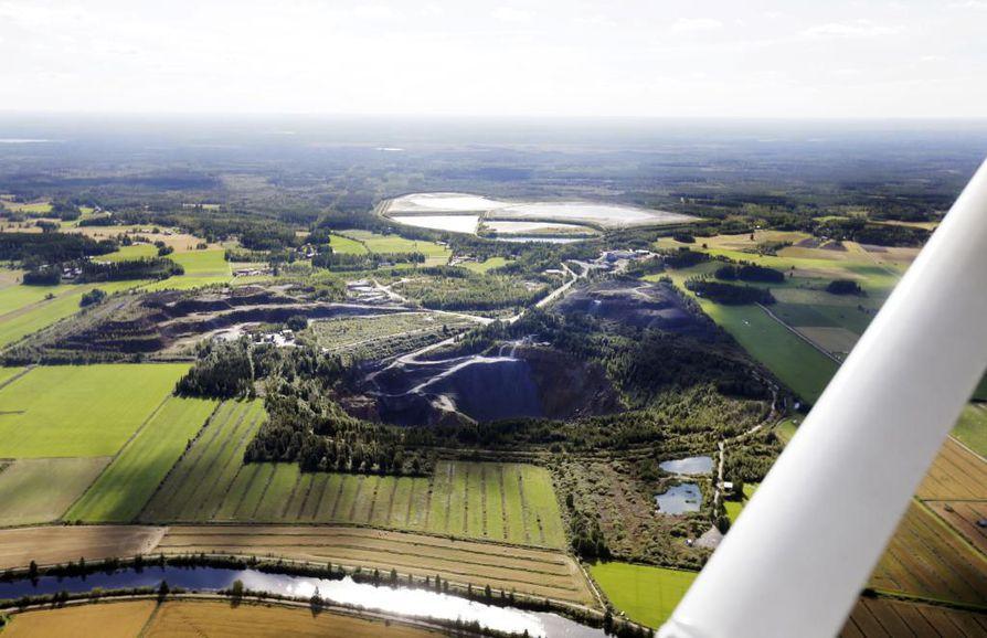 Hituran vanhan nikkelikaivoksen alueelle suunnitellaan nyt jättimäistä aurinkovoimapuistoa. Hankkeen takana on ylivieskalainen TM Voima. Arkistokuva.