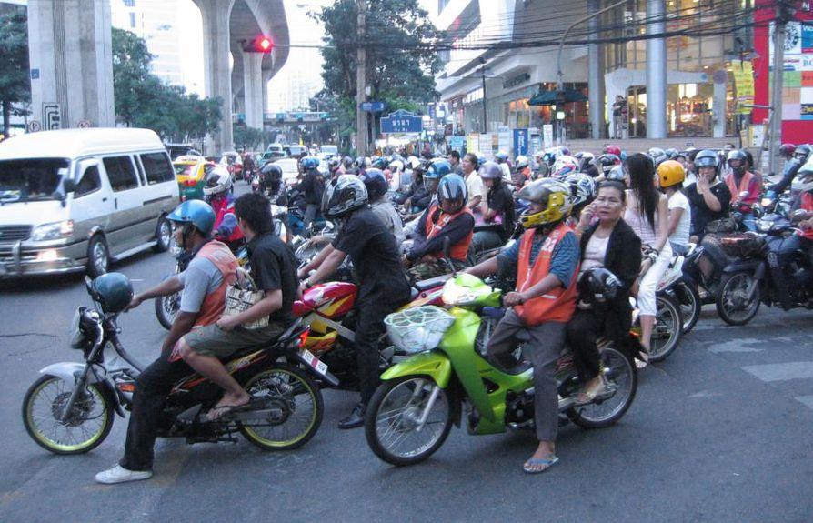 Vuoden 2010 onnettomuustilastojen mukaan Thaimaassa kuoli 38,1 ihmistä 100000 asukasta kohden.
