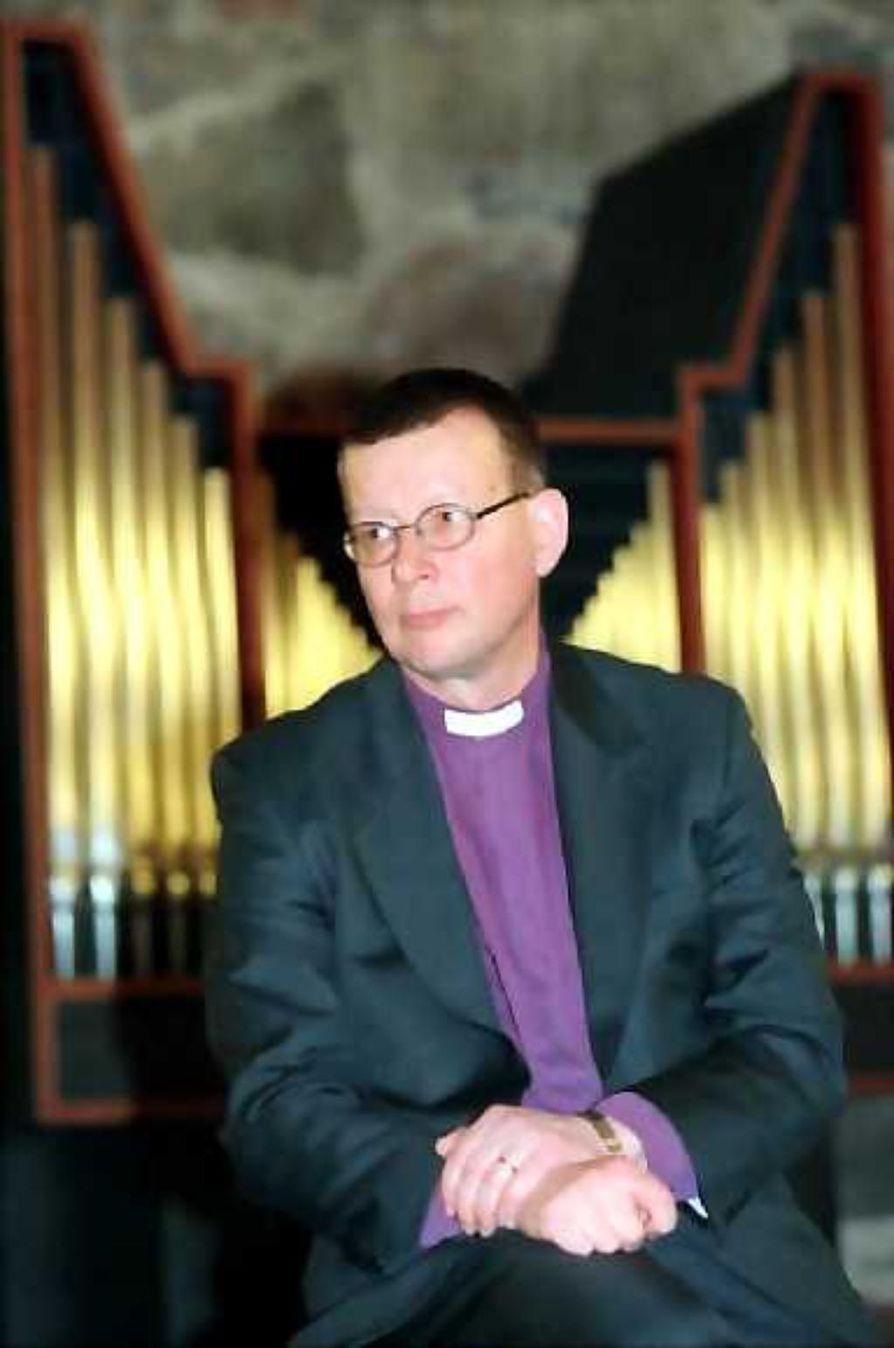 Helsingin piispa Eero Huovinen kehottaa naispappeuden vastustajia perusatmaan oman kirkon.