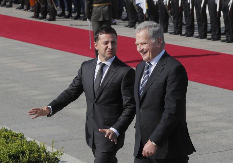 Tasavallan presidentti Sauli Niinistö ja Ukrainan presidentti Volodymyr Zelenskyi tapasivat torstaina ensimmäistä kertaa.